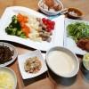 キヌアのサラダ、サフランライス、チーズフォンデュの夕ごはん