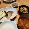 豆腐の炒り煮、鰆の西京焼きの和食献立