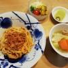 スパゲッティミートソースとカボチャのサラダ