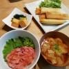 ねぎとろ丼、雑穀春巻き、小松菜煮びたしの夕ごはん