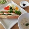 マッシュルームのスープ、サンドイッチの朝ごはん