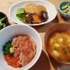 マグロ丼と刻み昆布の煮物