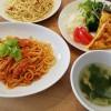 スパニッシュオムレツとミートソーススパゲッティ