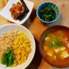 三色丼と根菜の煮物