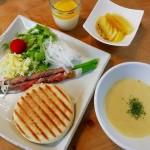イングリッシュマフィンのホットサンド&コーンスープ