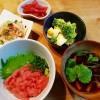 ねぎとろ丼と春雨サラダ