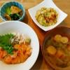 サーモン炙り丼と煮物