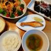 中華麺サラダ、鮭の塩焼きの献立