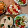シチュー、アボカドとカニカマサラダ